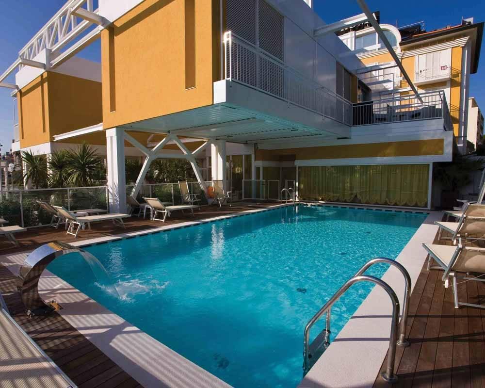 Una vacanza 4 stelle con piscina al roma di riccione - Hotel con piscina a riccione ...